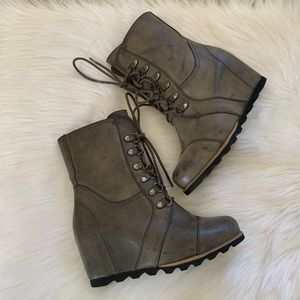 Merona Platform boot Brown/ Khaki Size 8